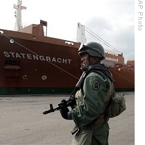 AP_venezuela_port_ship_soldier_21mar09_210.jpg