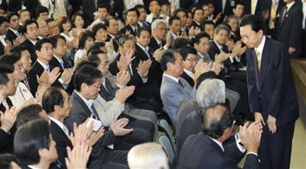 hatoyama%20resigns.jpg