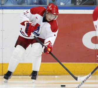 putin-plays-hockey-05.jpg